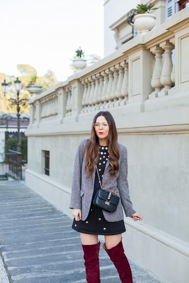 vestitino nero da giorno e stivali in velluto