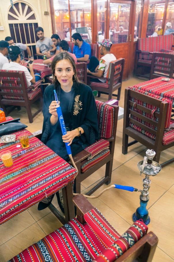 Irene colzi fuma shisha