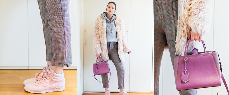 pelliccia rosa e borsa fucsia