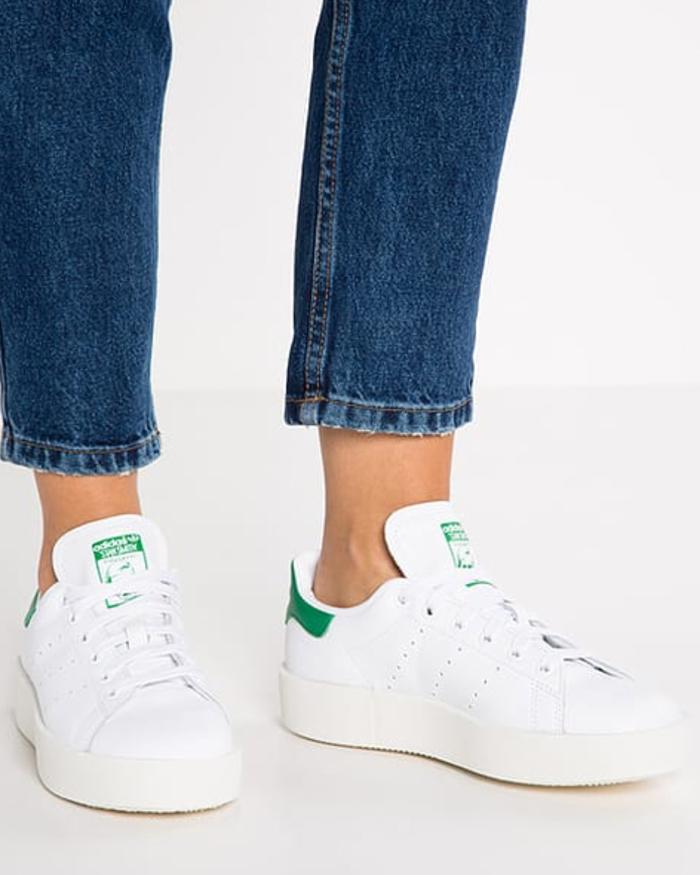 Come pulire le scarpe da ginnastica bianche? Tutti i