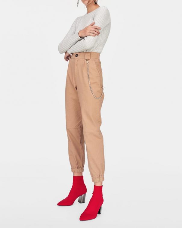 pantaloni cargo con le tasche beige