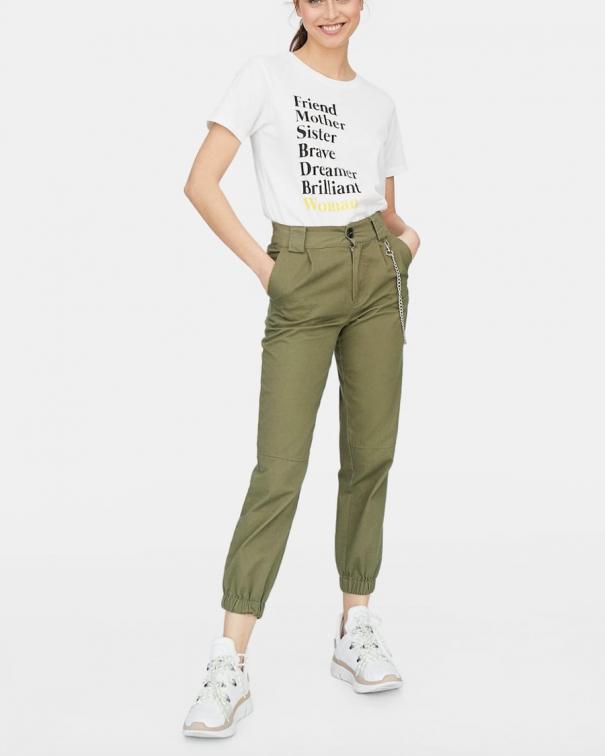 pantaloni cargo con le tasche verdi