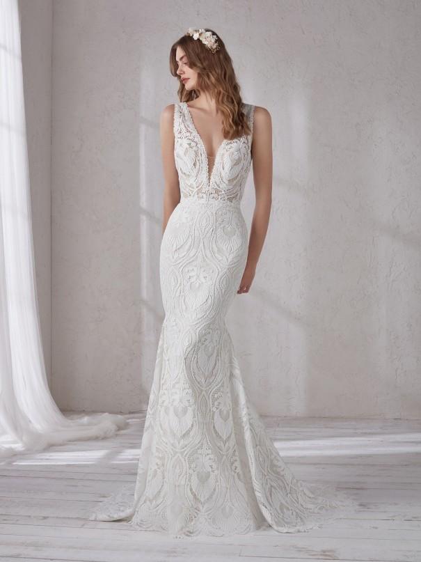 Vestiti-da-sposa-semplici--abiti-da-sposa-con-scollo-a-v-profondissimo