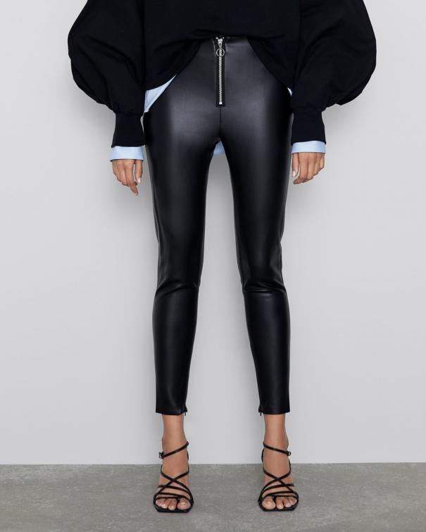 pantaloni in pelle nera seconda pelle