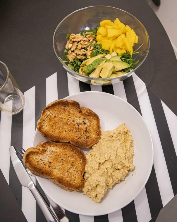 ingredienti ricetta hummus vegetariana vegana
