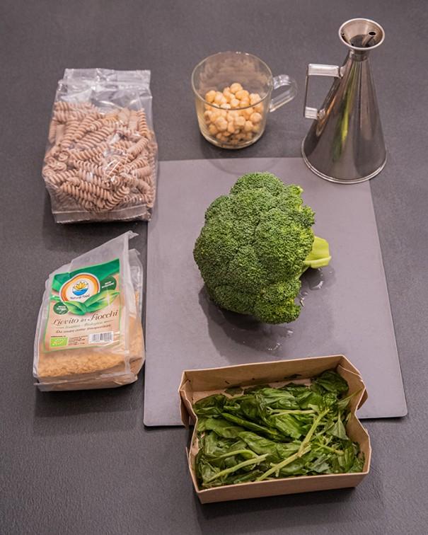 ricetta pesto nocciole e broccoli