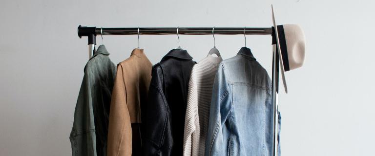 cosa fare con i vestiti vecchi