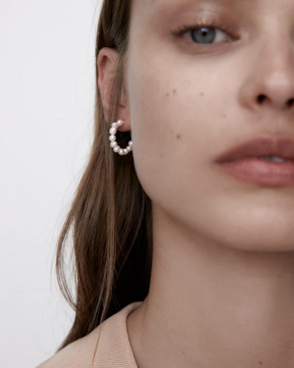 orecchini e accessori con perle bianche4